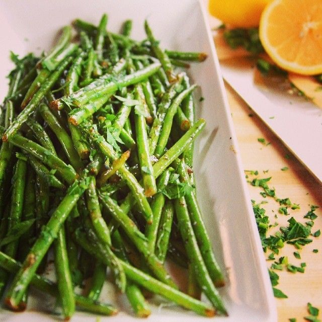 The Pioneer Woman's Lemony Green Beans In a nother of her green beans with lemon she also added worchestershire sauce and sriacha