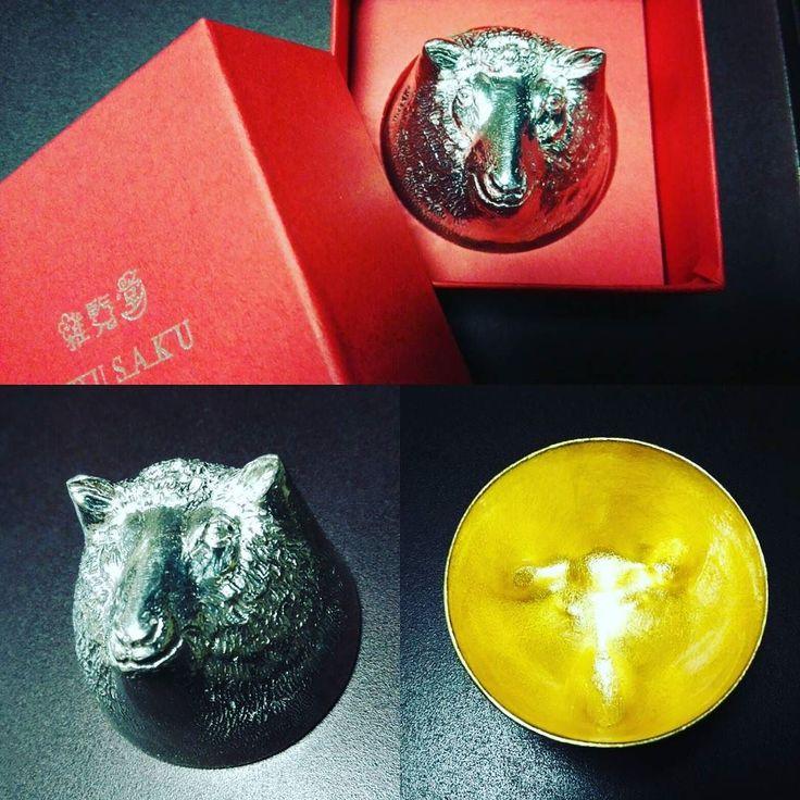 """能作のぐいのみ干支の未のデザインで内側は金沢の金箔です The small cup for Sake """"Guinomi"""" made of tin. It was made by the Japanese traditional craftsman. And the design is sheep """"未"""" of the sexagenary cycle there is gold plating put inside.  #能作#ぐい呑#金箔#干支#未#金沢#東茶屋街#100パーセントプロジェクト #100percentproject #sake #guinomi #tin #gold #sheep #cup #japan #traditional #japanesetraditional #craftmanship #japaneseartcraft"""