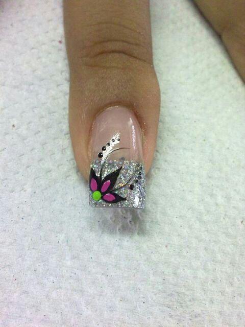 Arte en uñas Yomaira y Lady preciosa esa decoracion...