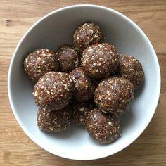 Energy balls: 20 recettes pour un snack sain et vitaminé - La recette: Energy balls aux noix de pécan, thé matcha et cacao© Naturally Lety