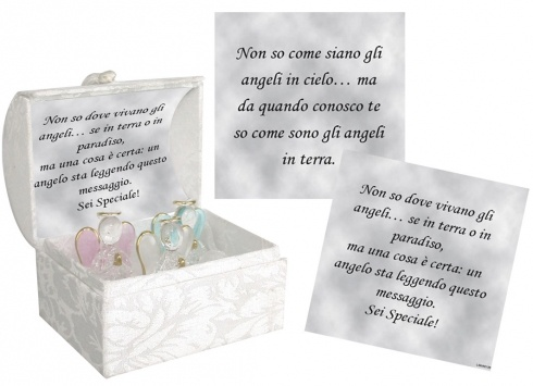 MOMENTI PREZIOSI TRE ANGELI. 3 piccoli angioletti in vetro con alette colorate. Confezionati in un piccolo cofanetto di colore bianco con dedica scritta all'interno.