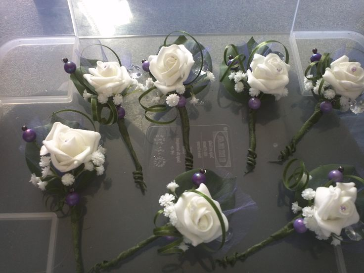 Voor de gasten op onze bruiloft , zelfgemaakte corsages. Met magneten, erg leuk om te maken.