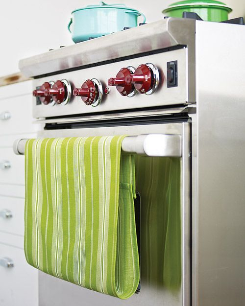 Adding Velcro to the ends of a dish towel to make it no slip to hang on the stove./Ha! Lucy Jean would be so frustrated!!!: Idea, Kitchens Towels, Teas Towels, Floors, No Slip Dishes, Hands Towels, Dish Towels, Velcro Strips, Dishes Towels