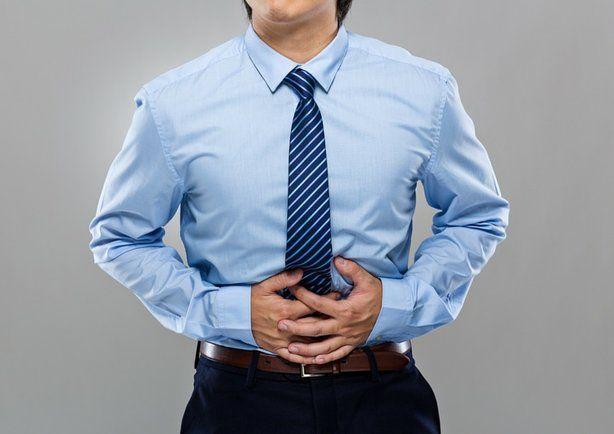 Los nervios en el estómago son un síntoma de un estado de ansiedad producido por alguna situación. Aprende sus síntomas principales y cómo tratarlos.