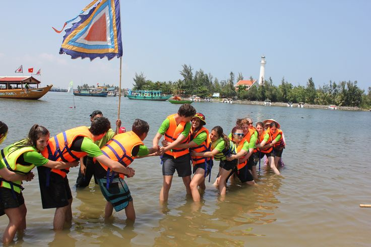 They worked out why some of the group got a little more wet than others. #VietnamSchoolTours #HoiAn