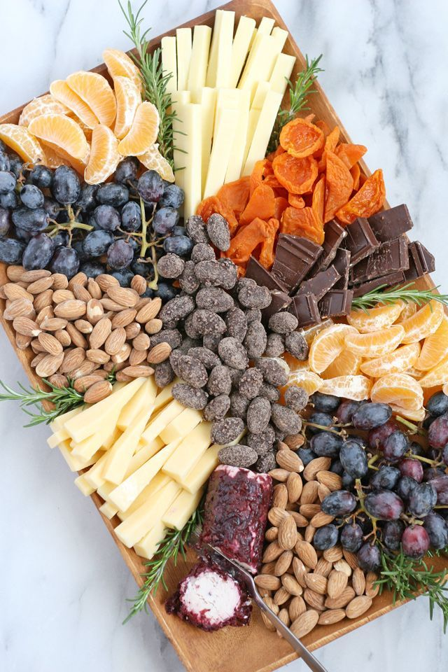 How to build a beautiful appetizer platter, filled with fruit, cheese, nuts and chocolate! This gourmet appetizer plate would be welcome at any party!