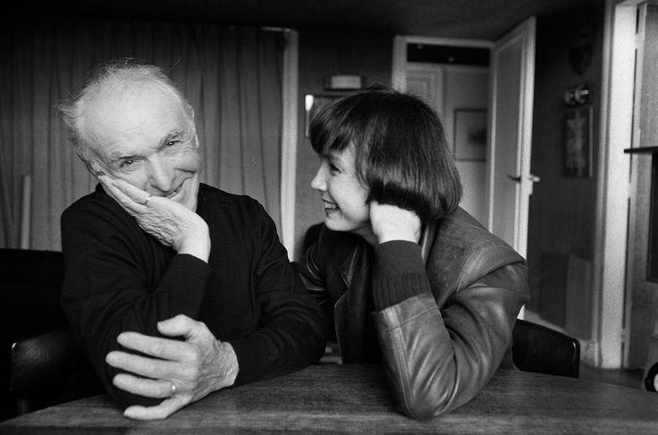 Les plus belles photos des  archives de Paris  Match - 1991 - L'actrice française Sabine Azema rend visite à son ami le célèbre photographe Robert Doisneaux. Photo : Jacques Lange / Paris Match