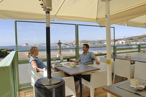 Adjustable restaurant terrace screen CAFÉ AU LÄ ® Svalson