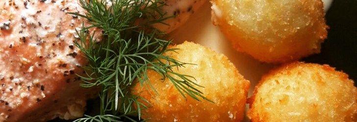 Lax med potatiskroketter och vitvinssås