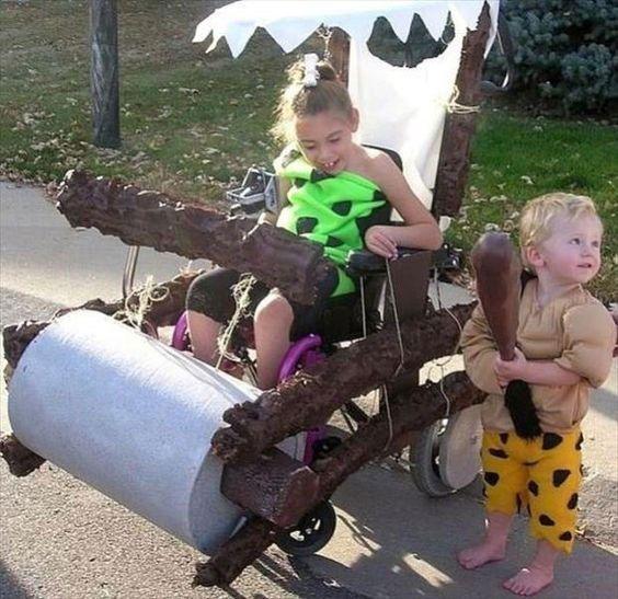 Disfraces para niños en silla de ruedas: Los Picapiedra y el troncomóvil