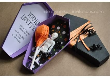 Ideias para festas de #Halloween: O convite pode ser um caixão! http://vilamulher.com.br/festa-de-halloween-ideias-para-a-decoracao-17-1-7886462-271.html