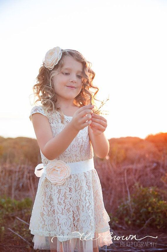 The perfect flower girl dress for your rustic wedding or for everyday wear with a pair of cowgirl boots! This dress is fully lined and features