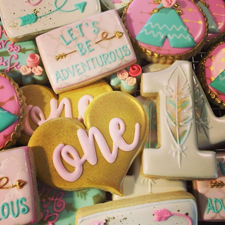 Girl wild one 1st birthday cookies by https://www.instagram.com/sweettcakes/