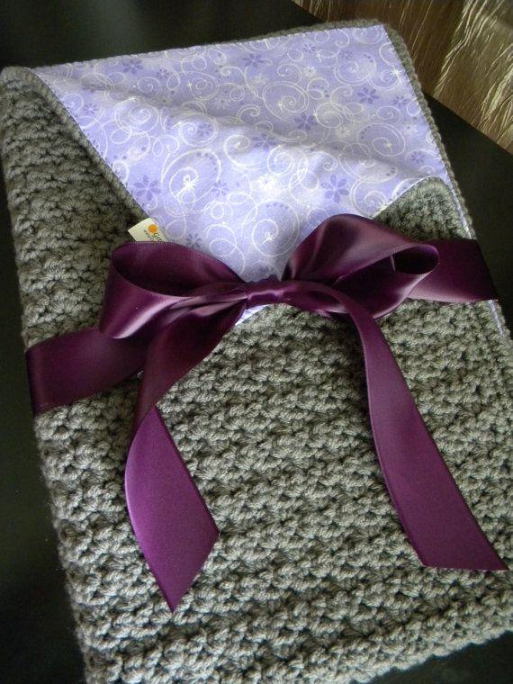 Rose et bonneterie couverture de bébé doublée par GetTheeToAYarnery