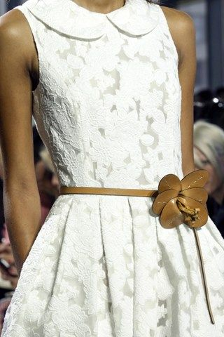 Beautiful thin belt in brown to match to a head-to-toe white dress.
