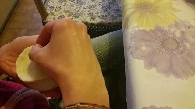 Oggi si producono #panadas #oschiresi di #pecora #sardegna #instasardegna #sardegnafood #sardegnaintavola #foodstyle #foodstagram #foodpics #foodphotoaday #amazingfood #beautifulfood #comfortfood #foodlove #pannazuccheroefarina #foodies #foodpassion #ifoodit