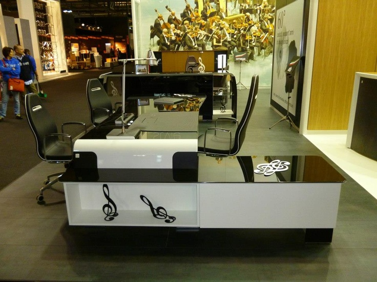 Alfa è come un bel pianoforte: bianco, nero e suona che è un piacere Alfa is like a good piano: white, black and play it is amazing http://www.codutti.it/eng/products/executive/alfaomega