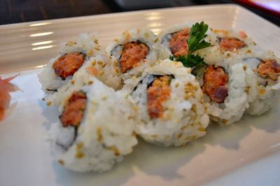 SPICY TUNA ROLL RECIPE     A favorite and common roll, sure to be popular at home!  == Ingredients ==  3 c prepared sushi rice, 2 sheets nori (dried seaweed), 1/4 lb sushi/sashimi grade tuna (maguro). 1/2 T mayonnaise, A dash of any cayenne or chili pepper of your choice, Our special spicy mayo (optional)=====