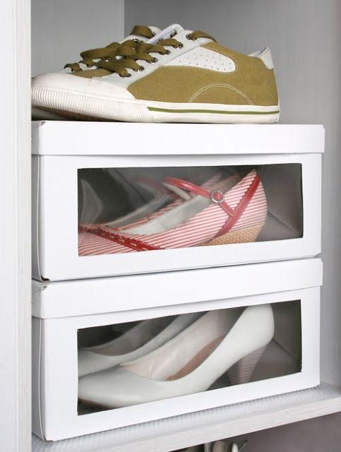 Rangement de chaussures DIY - Découper dans les boites et ajouter un plastique transparent au devant