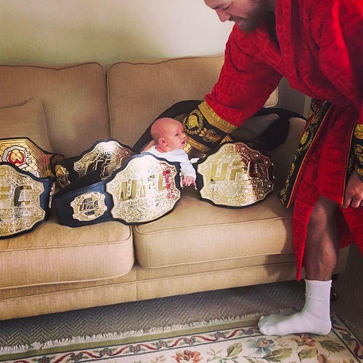 1.4 млн отметок «Нравится», 10.2 тыс. комментариев — Conor McGregor Official (@thenotoriousmma) в Instagram: «Let's go get some boxing ones now son.»