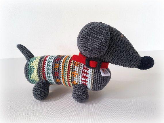 Bassotto amigurumi, cane amigurumi, cane uncinetto, nuova nascita by CreoErgoSumHandmade #italiasmartteam #etsy