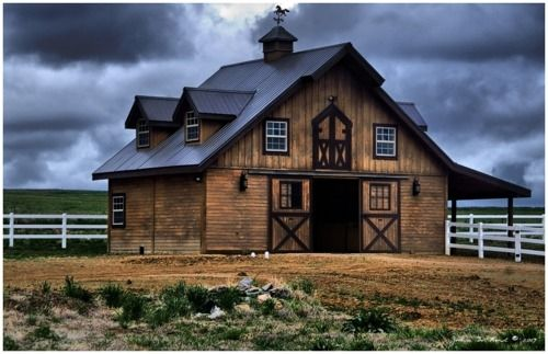Looks like the new horse barn John and I want with an office and photography studio upstairs.