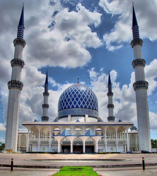Shah Alam Masjid in Malaysia