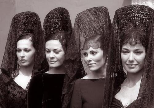 Мантилья (исп. mantilla, от лат. mantellum — покрывало, покров) — элемент национального испанского женского костюма, длинный шелковый или кружевной шарф-вуаль, который обычно надевается поверх высокого гребня (пейнеты), вколотого в прическу, и падает на спину и плечи.