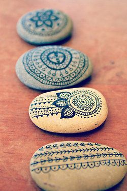 DIY ~ Stone Art, if I ever need to pin my table