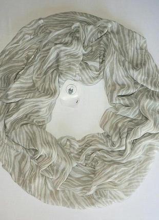 Нежный весенне-летний шарф хомут, снуд серо белого цвета из германии. (C