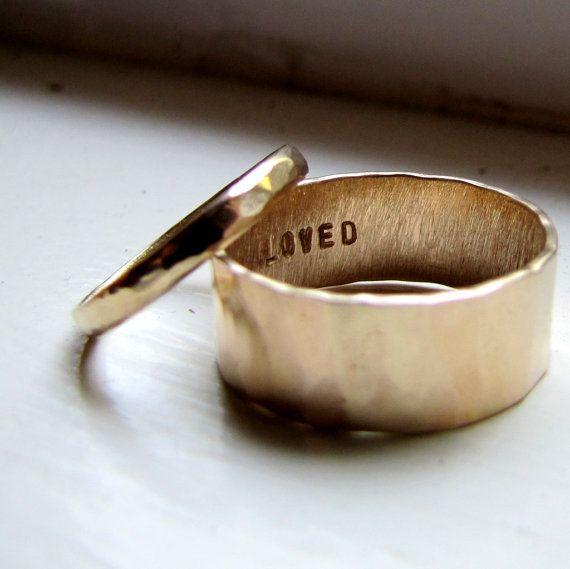 Einfach einzigartige Eheringe Set gehammerte Gold