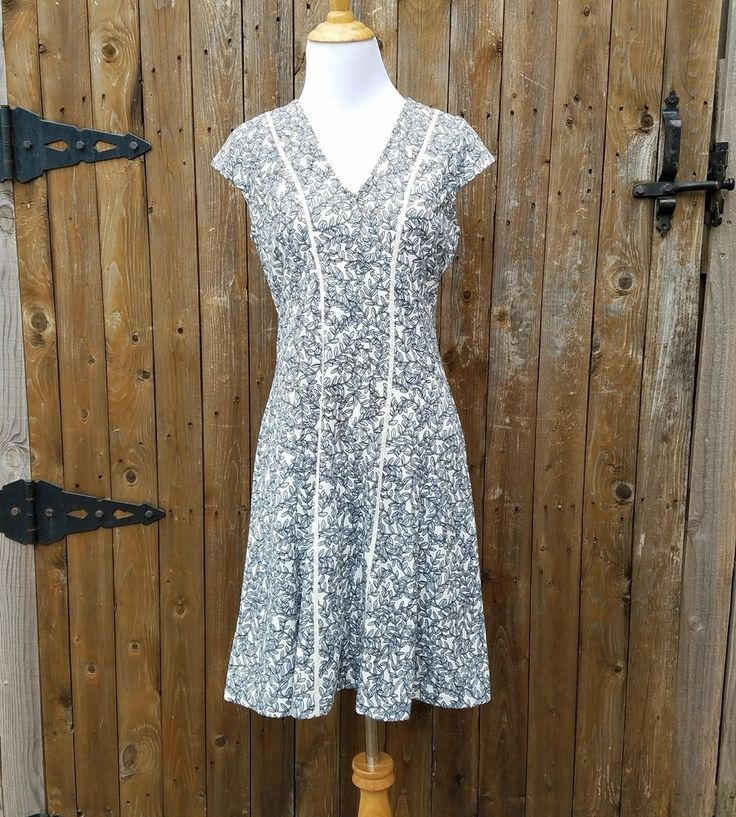 Ann Taylor LOFT Petites Size 4P Leaves Fit & Flare Dress #AnnTaylorLOFT #FitFlare