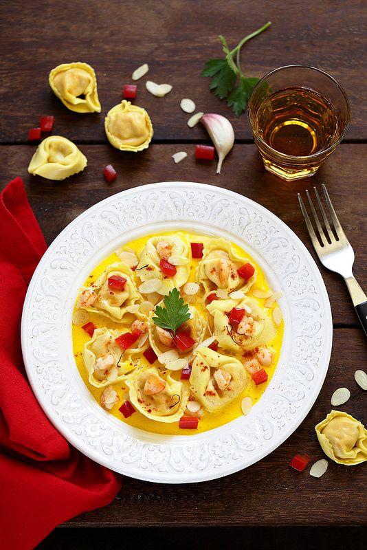 Tortellini façon paella, sauce ail safran et crevettes sautées