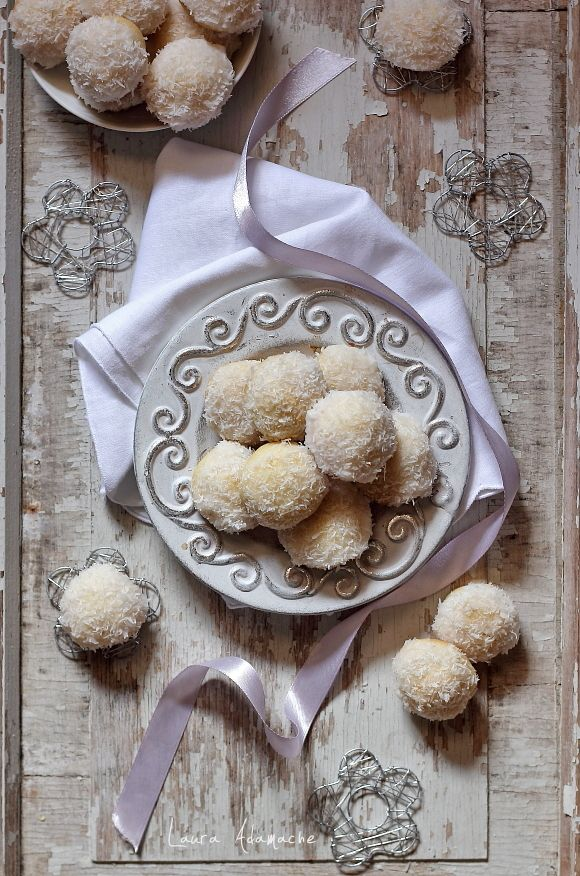 Fursecuri cu nuca de cocos si glazura de lamaie - mod de preparare, ingrediente. Reteta de fursecuri fragede. Cum se face aluatul de fursecuri.