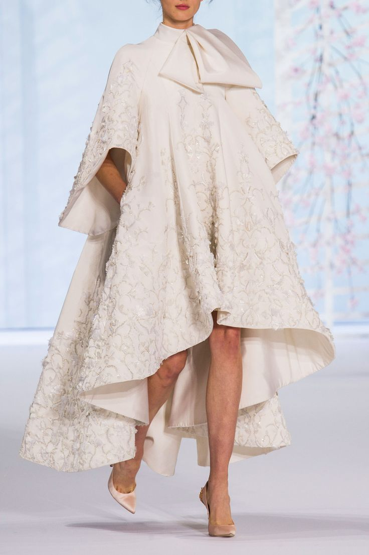 Gorgeous Ralph & Russo Couture Spring 2016 This is THE coat to get married in winter.
