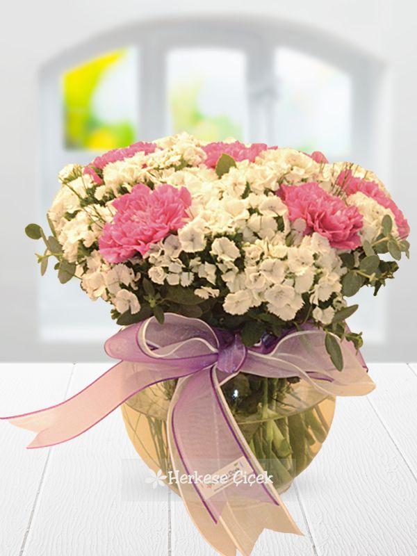Pembe çiçekleri sevenler için kaçırılmayacak aranjman. Karanfiller ile hüsnü yusuflardan oluşan Hoş Bir Sürpriz'i online çiçek göndermek için tıklayın. http://www.herkesecicek.com/hos-bir-surpriz.html