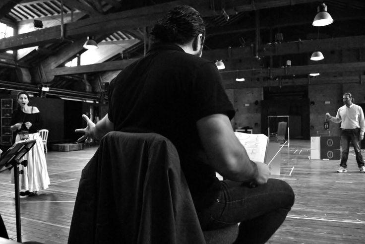 Francesco Ivan Ciampa alle prove di regia (Ph. Annalisa Andolina)