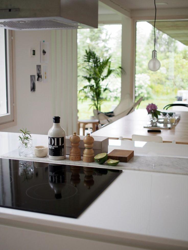 Marmori on todellinen trendimateriaali tällä hetkellä ja sen tietää myös Coco Sweet Dreams - blogin Henna! Tässä keittiössä marmorilaatta toimii kauniina alustana mausteille. #keittio