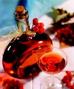 Nalewka z jarzębiny http://www.kobieta.pl/gotowanie/przepisy-kulinarne/napoje/zobacz/artykul/nalewka-z-jarzebiny/