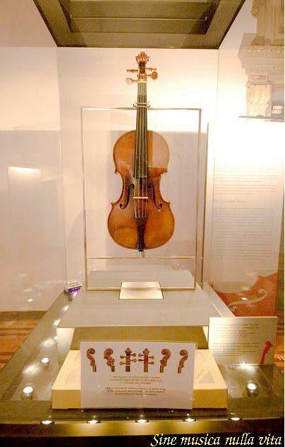 """""""Il Cannone Guarnerius"""" - Paganini's favorite violin made in 1743 by the great Giuseppe Antonio Guarneri."""