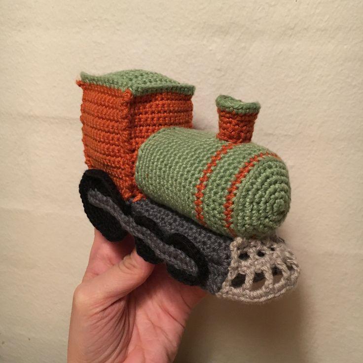 Min første hjemmelavede opskrift. Lokomotiv, tog, train, hækle, crochet ig: garnmageren