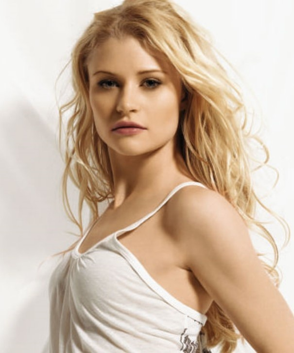 Emilie de Ravin as Kate!   Or anyone I want her in this movie she is awesome!!!