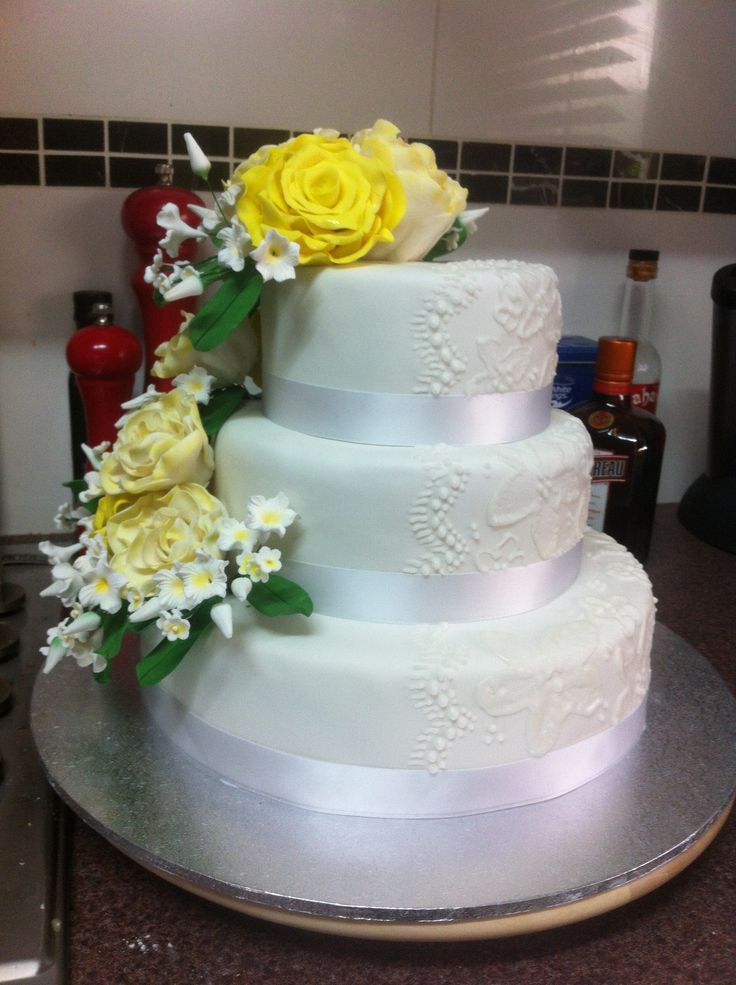 wedding cake top tier tradition three tiered wedding cake top tier is chocolate mudcake 26676