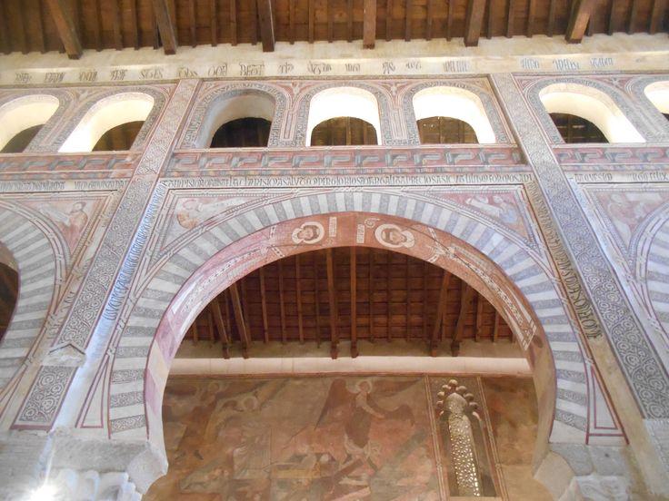 Arco con alfiz y artesonado.