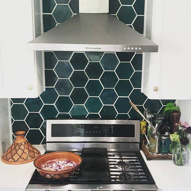 A Bluegrass Backsplash For The Books Large Hexagons 1036w Bluegrass K Valen Honeycomb Tiles Kitchen Kitchen Backsplash Designs Honeycomb Backsplash