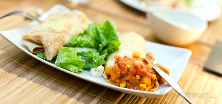 Mexikanske vegetarburitos er en sikker vinner! Server med en grønn salat, rømme og guacamole. Lag gjerne flere enn du trenger, pakk dem inn i folie og legg i kjøleskapet. De er kjempegode til lunsj eller på tur dagen etter. Prøv denne smakfulle vegetarretten eller en av våre mange andre vegan- og vegetaroppskrifter.