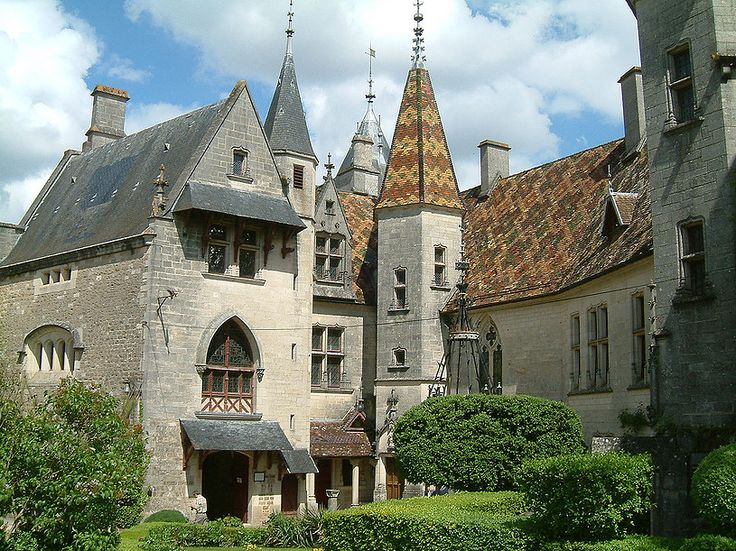 The chateau de La Rochepot has been standing on its rocky peak since the 13th century. During the 15th century, the chateau became the home of the Seigneurs Regnierand Philippe Pot, both knights of the Golden Fleece and counsellors to the Duke of Burgundy...