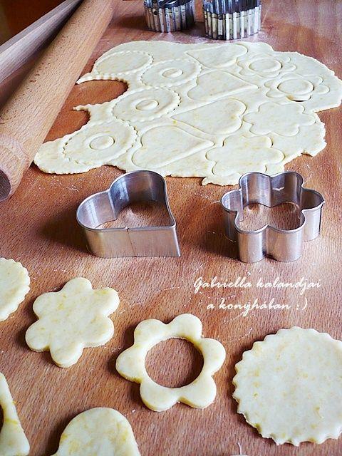 Gabriella kalandjai a konyhában :): Linzer - Anyukám receptje szerint