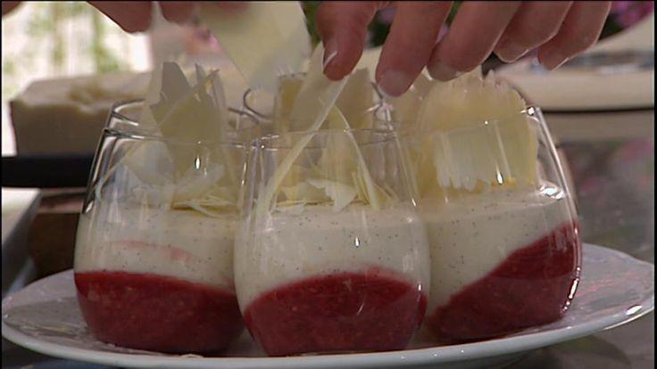 Rødgrød med sød vaniljecreme - opskrift - Mette Blomsterberg | Mad | DR