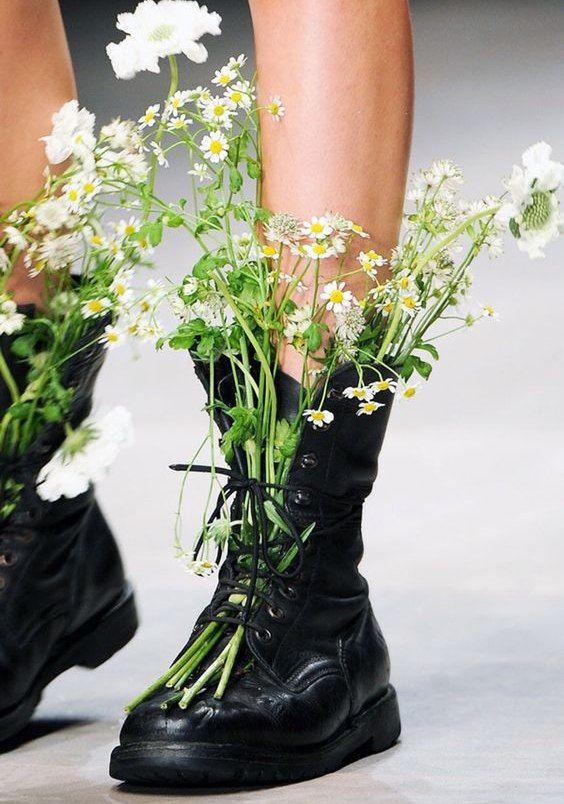 картинки цветы в ботинках люси длинные